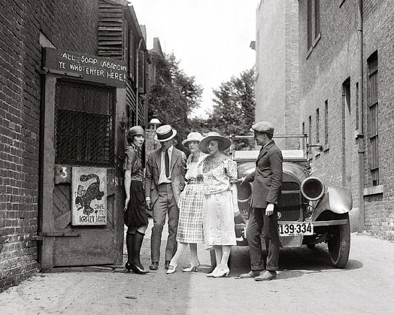 1920s-vintage-image-speakeasy-image-with-flappers-and-car