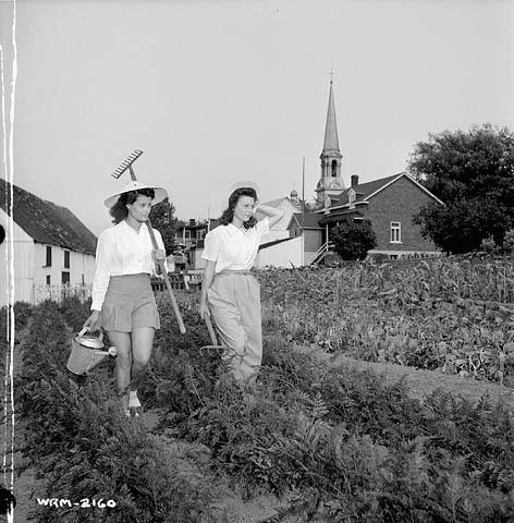 1940s-canadian-women-gardening-vintage-image