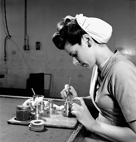 canada-1940s-bomb-girls-vintage-photo