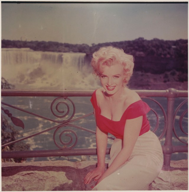 1950s marilyn monroe visiting niagara falls vintage image