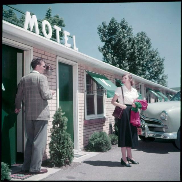 1950s vintage image motel in niagara falls canada