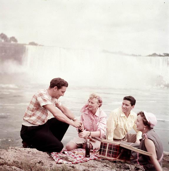 1960s vintage picnic image at Niagara Falls