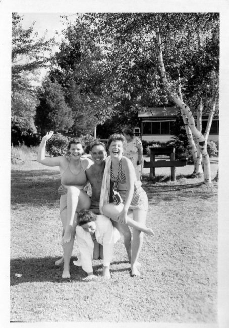 1950s vintage image of friends in the summer