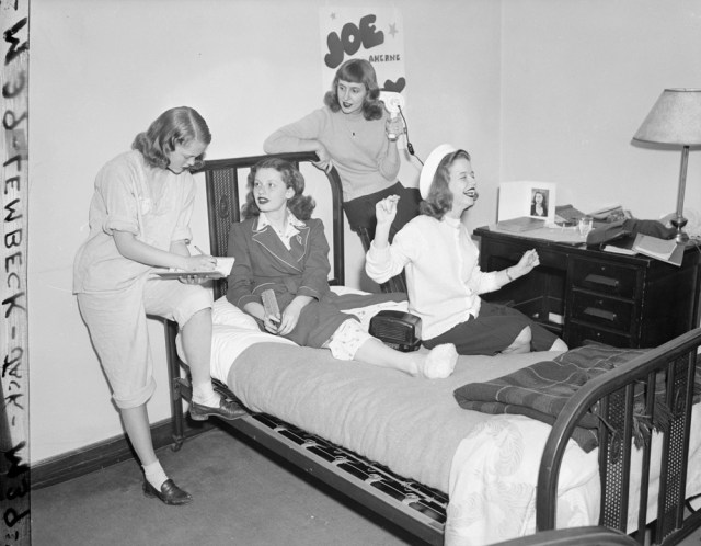 Dorm Life at the University of Chicago 1950s vintage image