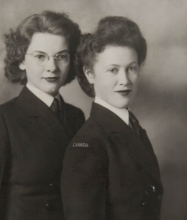 1940s image of 2 women from the memory project