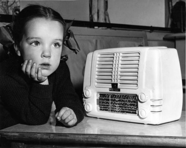 Vintage Radio, child listening to it