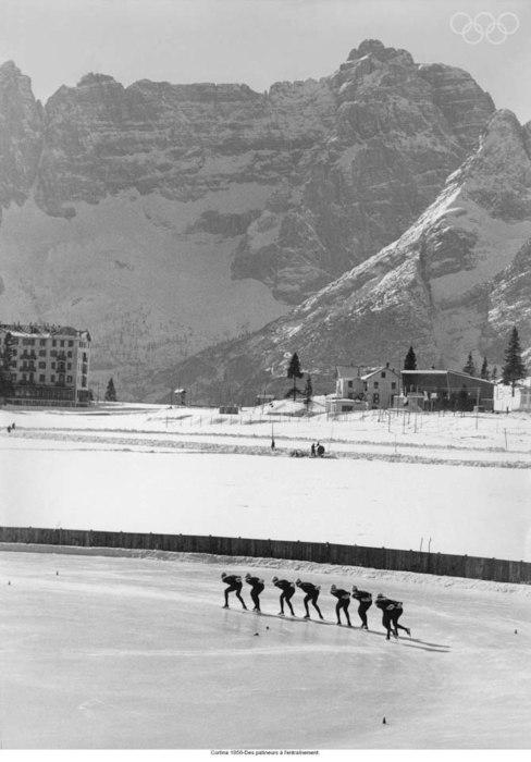 Cortina 1956-Skaters training