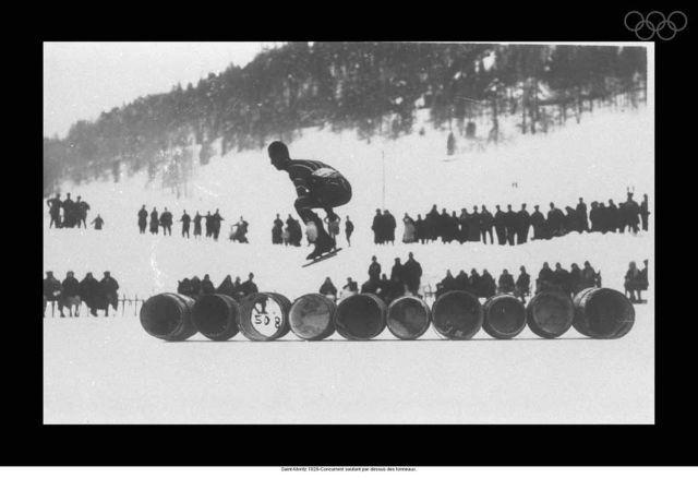 Saint-Moritz 1928-Competitor jumping over barrels.