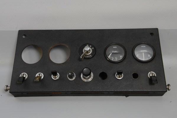 Jaguar C16257 - E-Type Series 1 Center Instrument Panel
