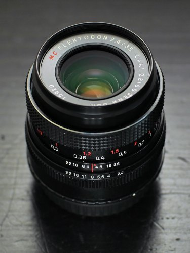 zeiss-35mm-f2-4