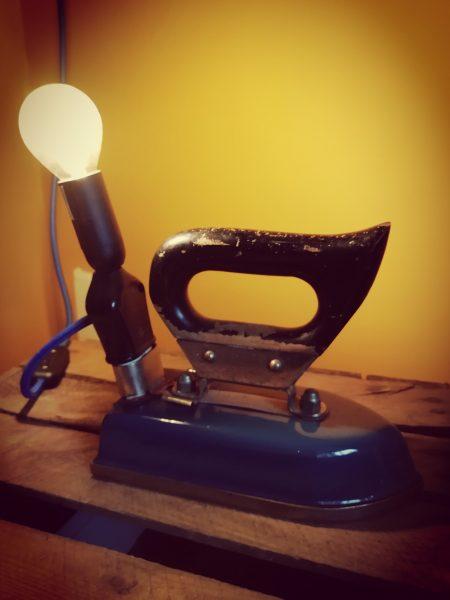 Vintage reis strijkijzer petrol blauwe kleur vintage met lef