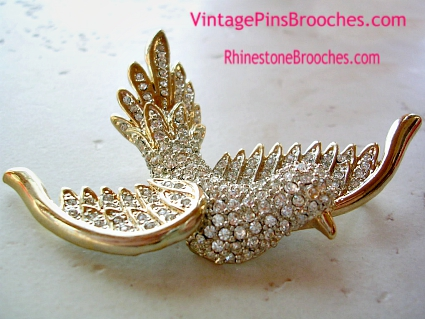 48daffb5dd0 Vintage Unsigned Gold Plated Large Flying Dove Diamond Rhinestone Pin  Brooch Jewelry.
