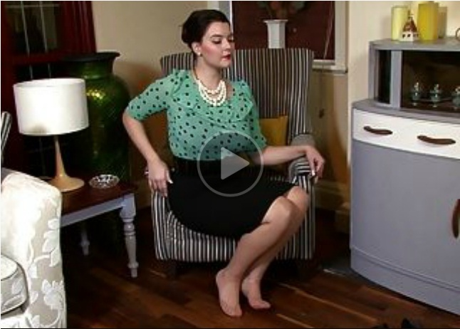 Stepmom is Waiting for Sex With Her Nylons!