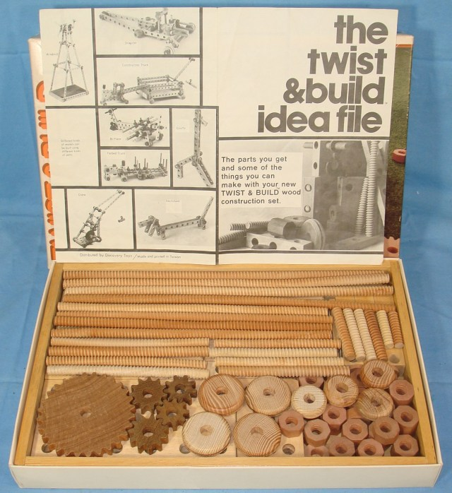 1983 DISCOVERY TOYS TWIST AND BUILD WOOD CONSTRUCTION SET NUTS BOLTS ...