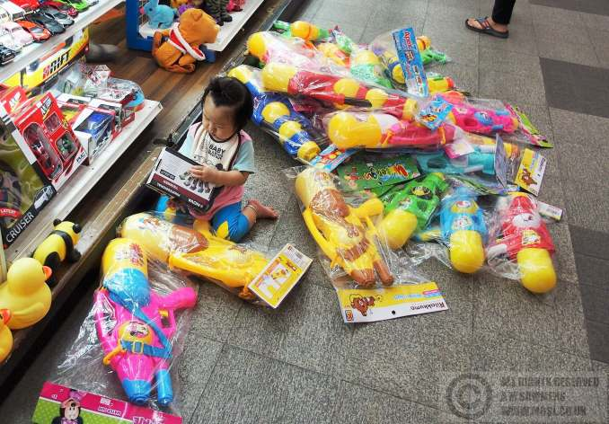 Giant super-soakers on sale for Songkran