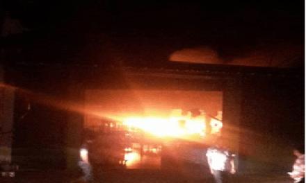 Incendio destruyó la Placita Campesina frente al terminal de transportes