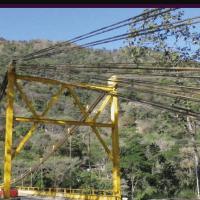 Puente de la Cabuya comprometido por desprendimiento de material de la montaña