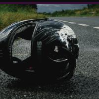 El siniestro se presentó en el municipio de Villanueva, en la vía que de Caribayona conduce al municipio. Dos hombres que se desplazaban en una motocicleta fallecieron, entre ellos un ciudadano Venezolano.