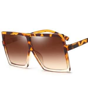 leopárd mintás óriási kocka napszemüveg