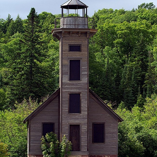 Grand Island East Channel Lighthouse, Munising, Michigan (Photo Credit: Wikipedia)