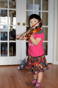 Three year old Hannah is learning to play Twinkle!