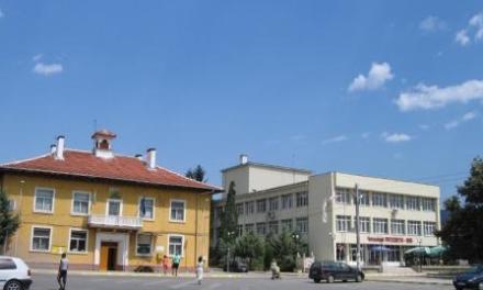 Двама жители на Костандово превозвали незаконно добити дърва са задържани в ареста.