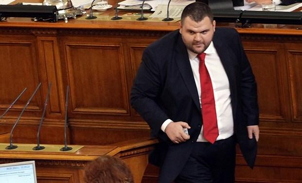 Делян Пеевски управлява община Пазарджик, твърдят три партии
