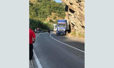 Камион се вряза тази нощ в скалите на Велинградското дефиле