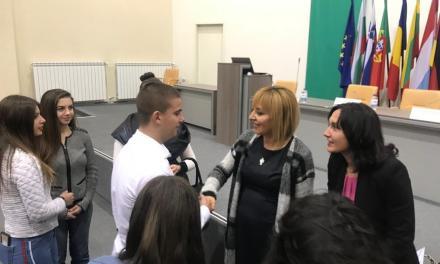 Омбудсманът Мая Манолова поздрави младите си колеги от Стара Загора