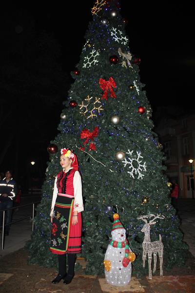 Засияха светлините на коледното дърво във Велинград