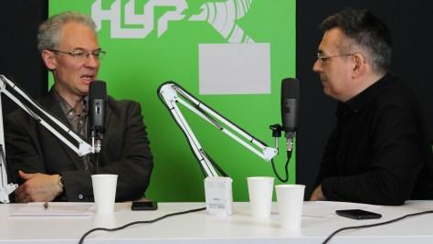 Bódi Zoltán netnyelvész és Szilágyi Árpád műsorvezető a BYOD lehetőségeiről beszélgetnek. (fotó: Nemes Ilona)