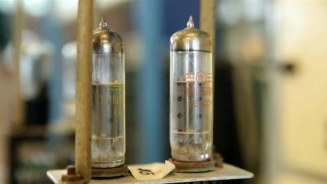 Tungsram (azaz magyar) gyártmányú elektroncsövek az 1959-ben létrehozott M3-as számítógép részegységeiben. Forrás: A jövő múltja c. kiállítás