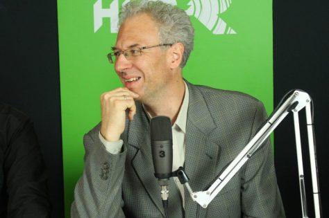Bódi Zoltán műsorvezető az élő adás közben. Fotó: Nemes Ilona