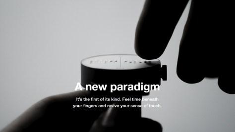 Tapintással leolvasható kijelző az óra számlapján – ez a Dot Watch karóra (forrás: dotincorp.com)