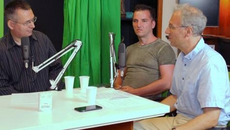 A képen Szilágyi Árpád, Justin Viktor és Bódi Zoltán adás közben. Fotó: Nemes Ilona