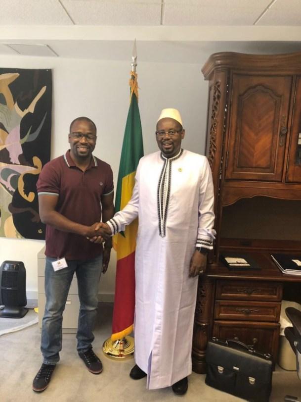 Pape Diouf accompagné de son promoteur en Amerique, Birane Sarr de NEW AFRICAN PRODUCTION reçu par SE le Docteur Momar Diop ambassadeur du Sénégal à Washington.