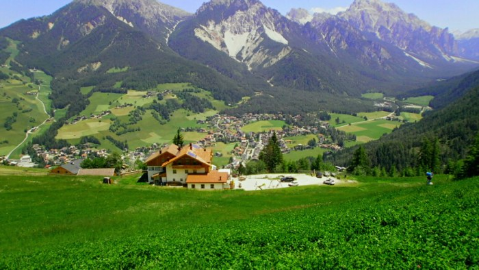 Pohled na údolí vesnice St. Vigil