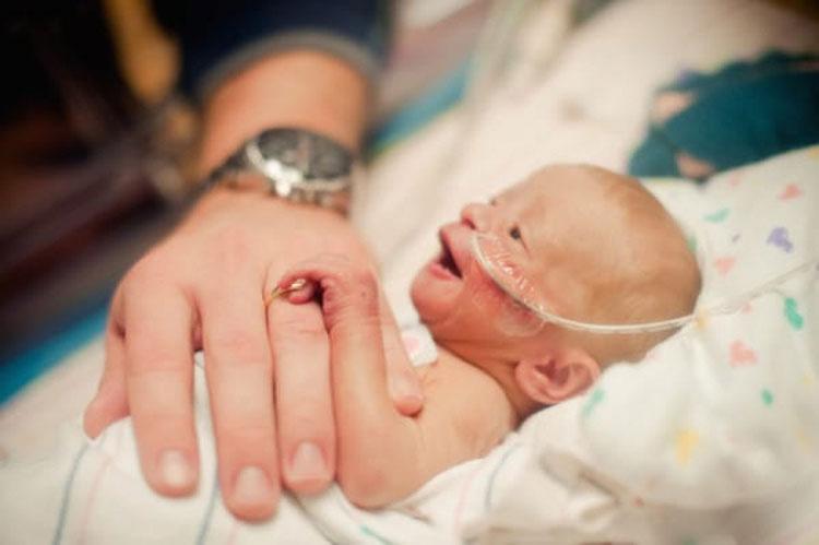 Esta pareja decidió adoptar un bebé, pero lo que encontraron en el hospital les dejó sin habla