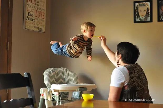 niño-sindrome-down-vuela-fotos-comer