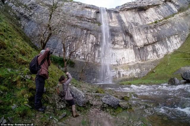 cascada-fluye-reino-unido1