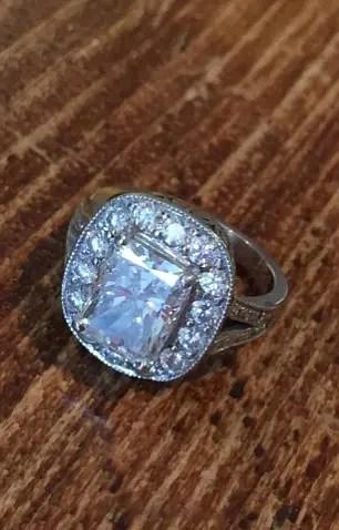 regresa-anillo-de-diamantes-6