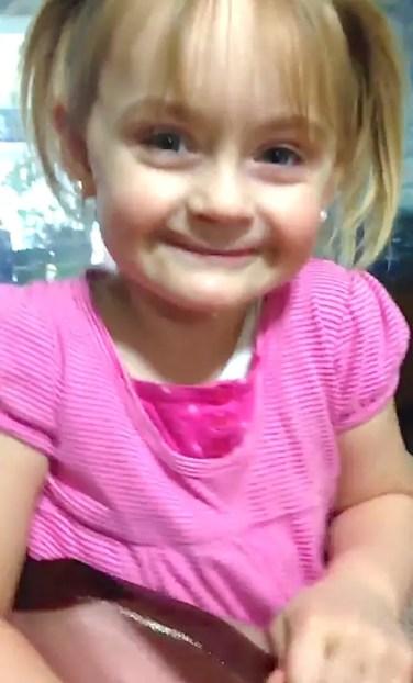 tia-maquillo-a-su-sobrina-de-tres-anos-como-una-anciana3