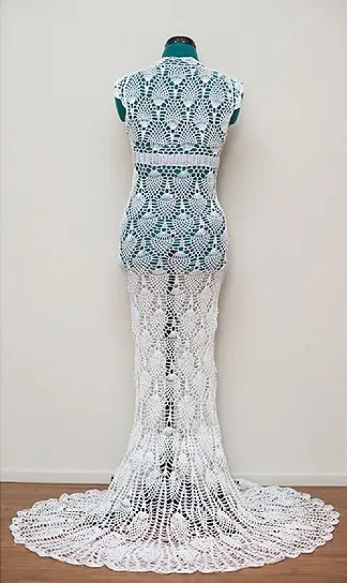 mujer teje vestido novia 3
