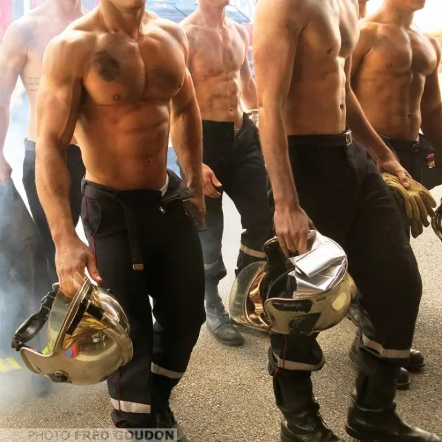 sensuales-bomberos-franceses-calendario-de-caridad-2