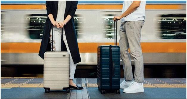 choosing the suitcase