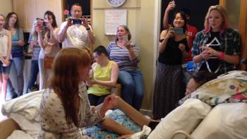 Florence + The Machine Performs Special Concert For Teen At Hospice
