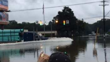 Daring Truck Driver Drives Through Flooded Louisiana Streets