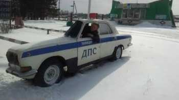 Extremely Narrow Russian Police Car