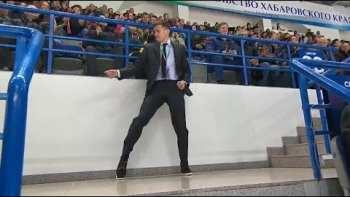 Arena Security Starts Dancing To Michael Jackson