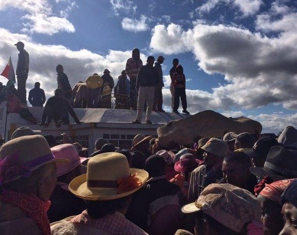 Madagaskar'da Ölülerle Dans